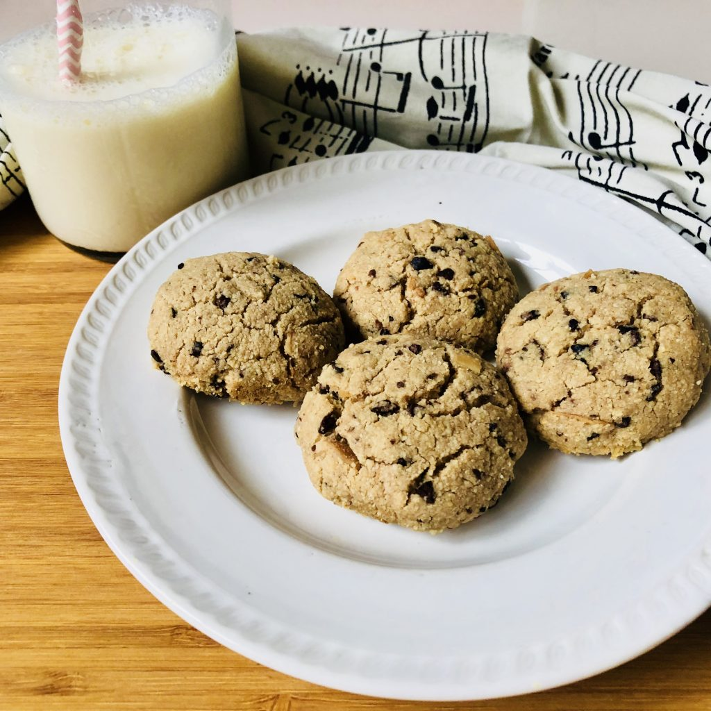 easy almond flour cookies-almond flour chocolate chip cookies