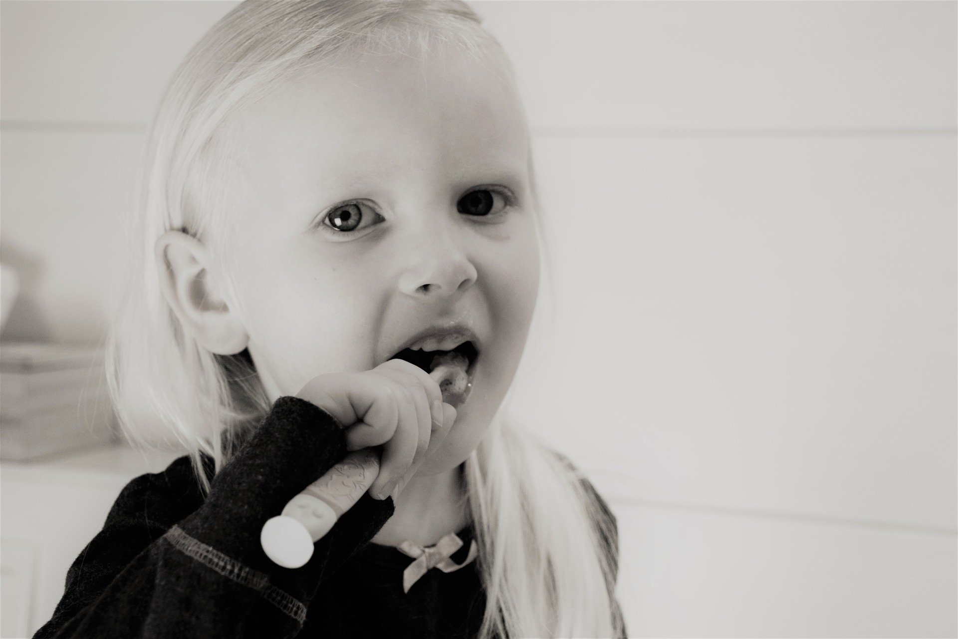 how to get toddler to brush teeth without struggle